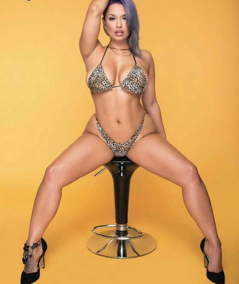 Jessica Kylie Sexy Photoshot in Bikini - AngryGIF